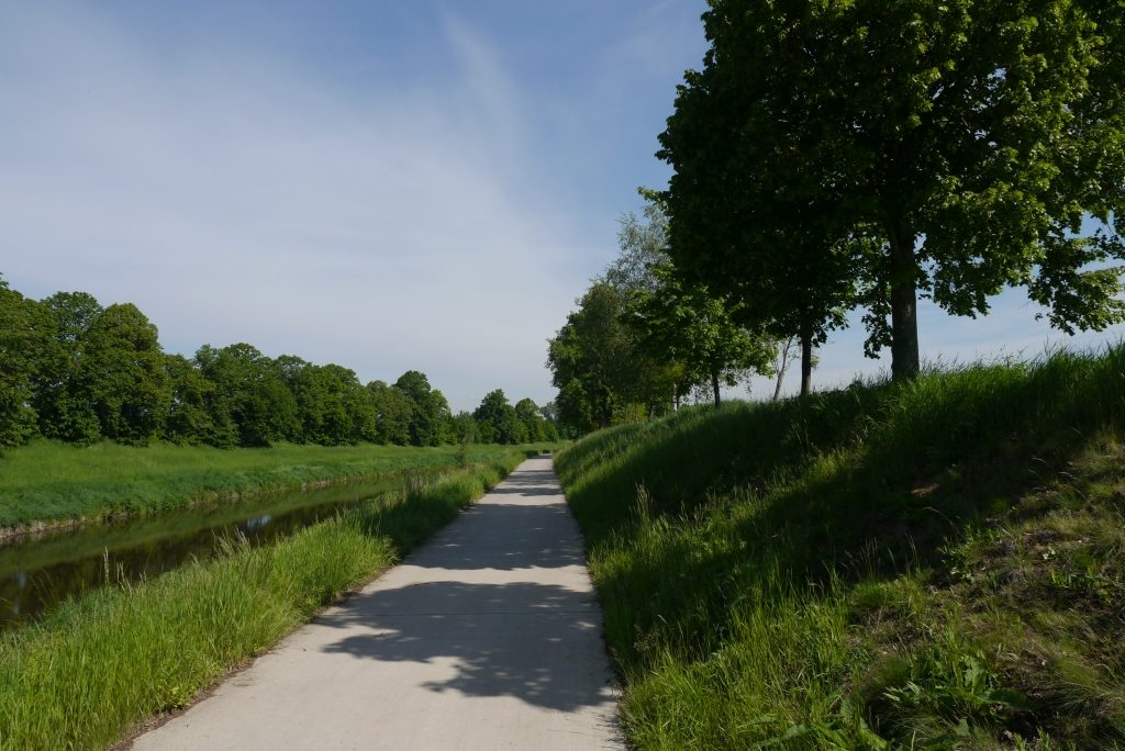 Elberadweg bei Hostinné