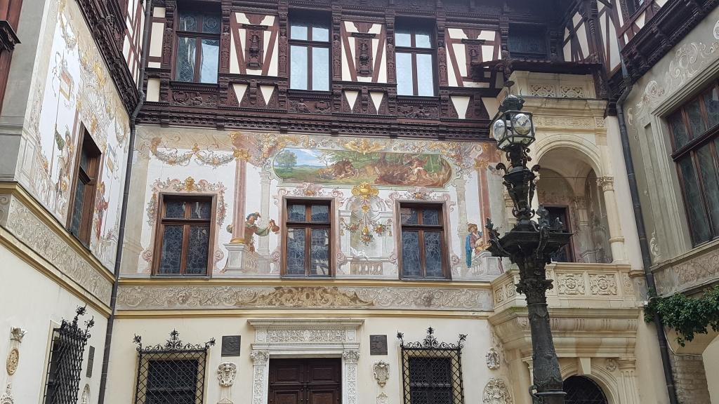 Schlosshof von Peles